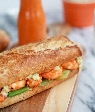 Сэндвич-гриль с креветками и острым соусом для пикника