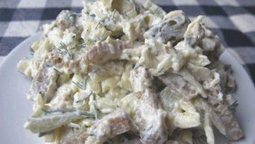 Сырный салат с сухариками